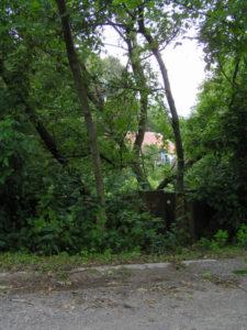 Larzeny pod bývalou školou